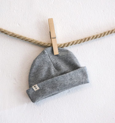 HomesickShop_Babykollektion_Beanie_PatchKlein_Grey_1500px
